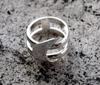 Anello in argento con fili e ovale (cod.AN.AG.02)