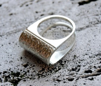 Silver ring with hammered effect (cod.AN.AG.15)