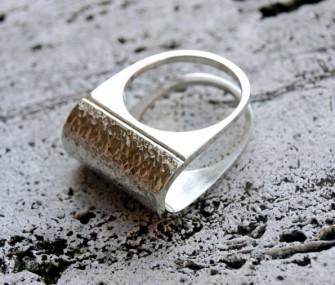 Anello in argento con effetto martellato (cod.AN.AG.15)