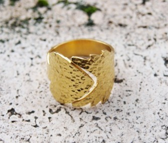 """""""Arrow"""" ring with hammered effect (cod.AN.OT.10)"""