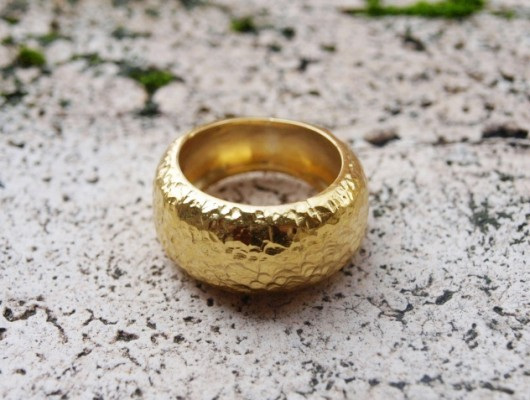 Brass rounded ring with hammered effect (cod.AN.OT.14)