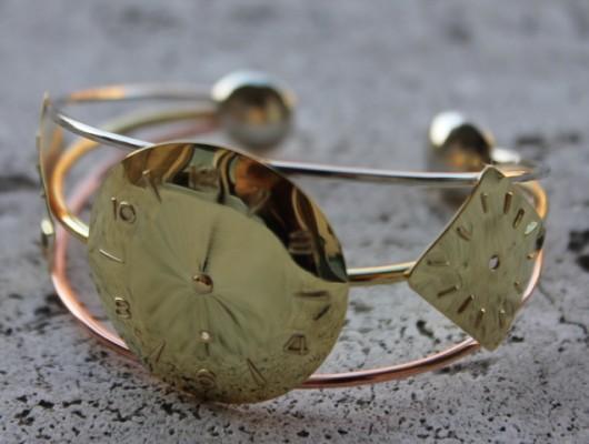 Bracciale in argento e ottone con quadranti di orologi