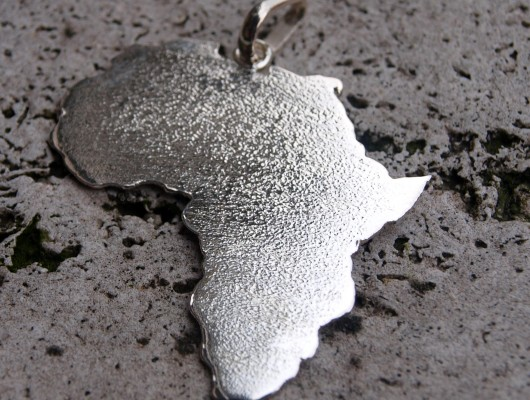 Ciondolo Africa in argento – medium (cod.PN.AG.10)