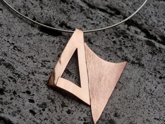 Pendente con triangoli sfalsati (cod.PN.BZ.12)