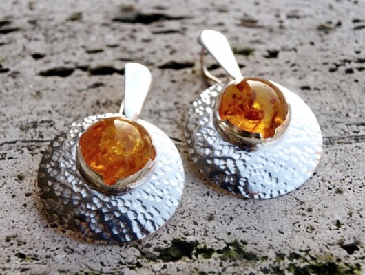 Silver convex earrings with amber (cod.OR.AG.40)