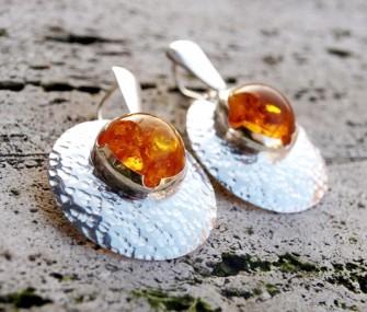 Orecchini in argento concavi con ambra (cod.OR.AG.41)