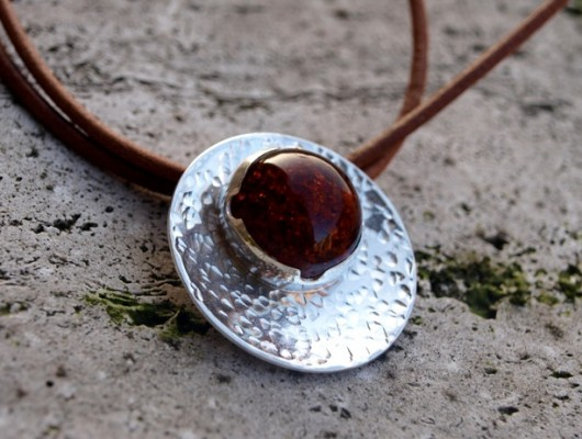 Silver concave pendant with amber (cod.PN.AG.18)