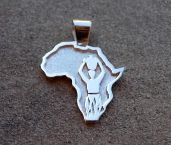 Ciondolo Africa in argento con intarsio di donna (cod.PN.AG.21)