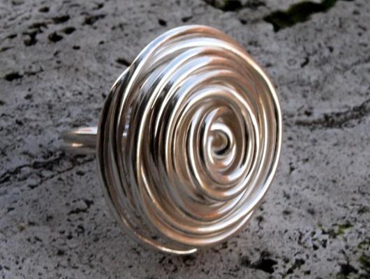 Anello in argento con fili disposti a cerchio (cod.AN.AG.22)