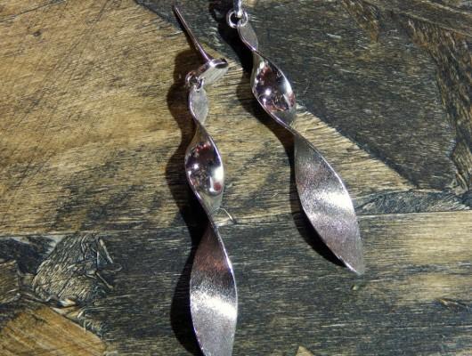 Orecchini medio-lunghi a spirale