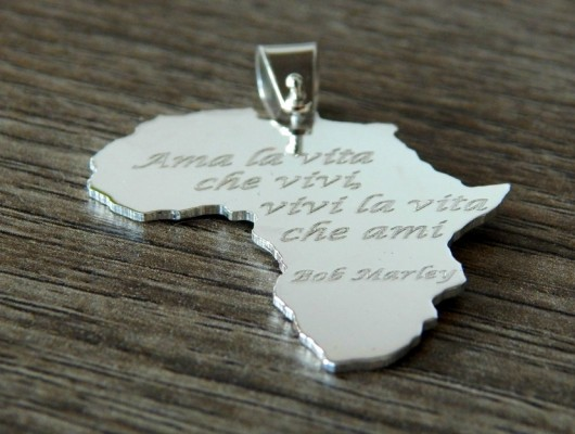 Silver Africa pendant with the phrase Bob Marley (code PN.AG.31)