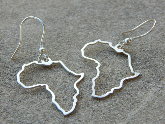Silver earrings with African contour (code OR.AG.39)