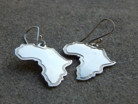 Silver earrings with engraved outline of Africa (code OR.AG.18)