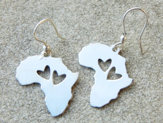 Africa silver earrings with two engraved hearts (code OR.AG.46)