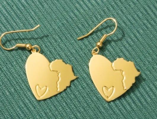 Orecchini a cuore con Africa e cuore inciso (cod. OR.OT.64)