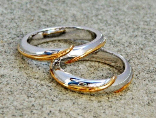 MOEBIUS RINGS IN WHITE GOLD WITH YELLOW GOLD WIRE (Cod. FN.AU.07)