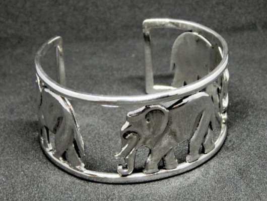 Silver bracelet with three elephants (code BR.AG.27)