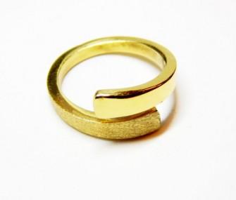 (Ita) Anello in oro con doppio effetto satinato e liscio (Cod. AN.AU.01)