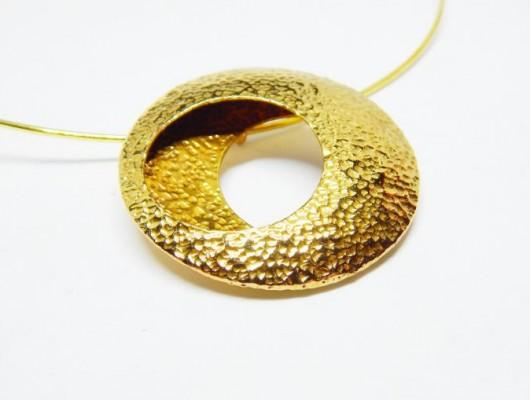 Hammered brass circle pendant (cod. PN.OT.01)