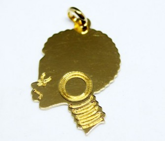 Pendentif en or 18k avec un visage de femme africaine (taille moyenne, code PN.AU.04)