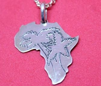 (Ita) Pendente Africa in argento con alberi incisi (Cod. PN.AG.42)