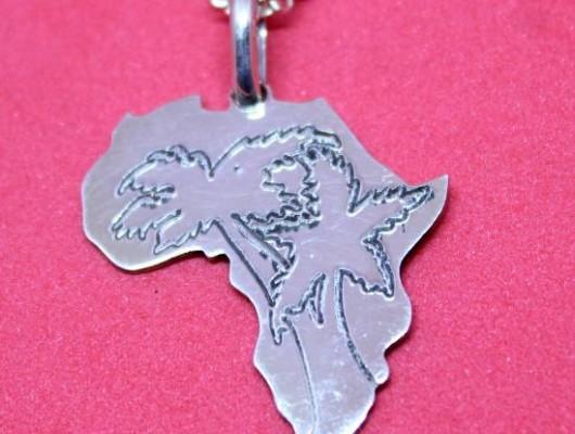 Pendentif Afrique en argent avec arbres gravés (Cod. PN.AG.42)