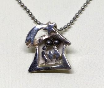 COD 106 – Ciondolo con presepe in argento