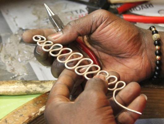 CORSO BASE DI OREFICERIA: la nobile arte di creare gioielli in un laboratorio storico di Milano