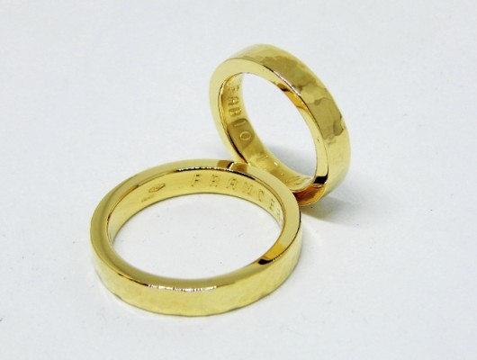 WEDDING RINGS IN GOLD WITH FLAT AND HAMMERED SECTION (Cod. FN.AU.01)