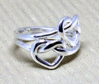 Silver ring with two intertwined hearts (code AN.AG.70)