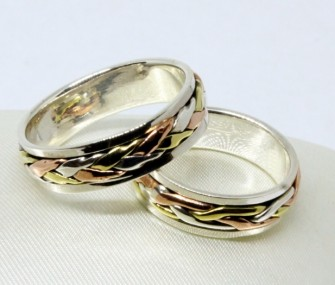 gold wedding rings with a weft of three gold threads (Cod. FN.AU.18)