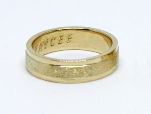 BAGUES DE MARIAGE EN OR JAUNE ET BANDE EN SATIN (COD. FN.AU.30)