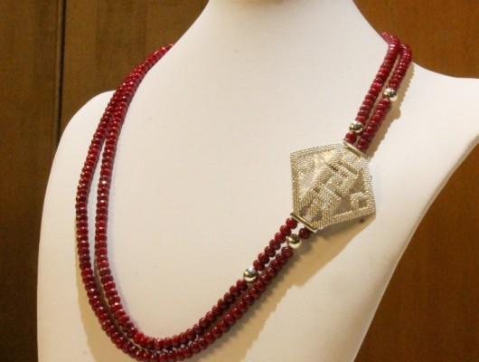 Clip en filigrane d'argent et collier de sphères de rubis (Cod. FR.AU.02)